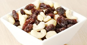 Cashew nuts and raisins in a bowl