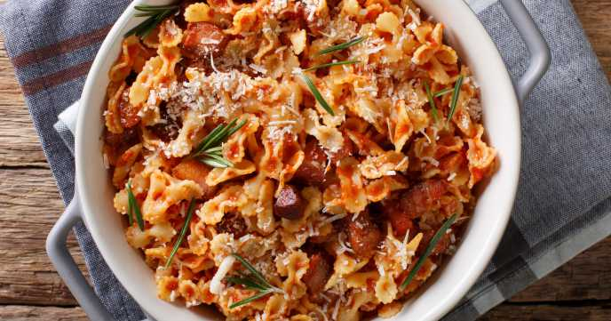 farfaline pasta with tomato, bacon