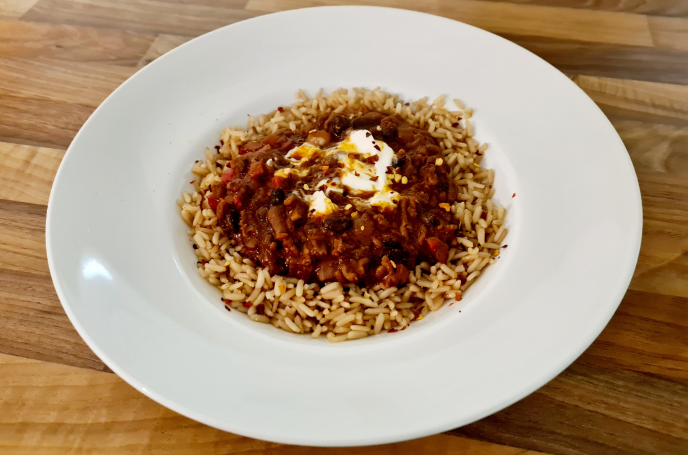Making Chilli - Finished dish with rice and sour cream