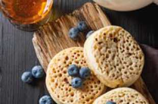 Crumpets with Honey and Blueberries