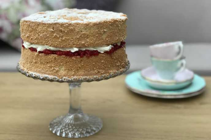 Low Sugar Birthday Cake Recipes Uk: Fat Free Victoria Sponge Cake With Raspberries And Light