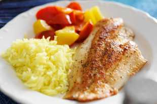 Breaded sea bass with yellow rice and peppers