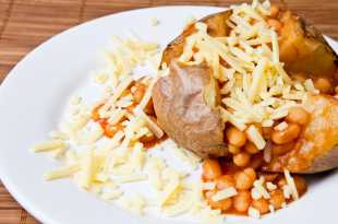 Jacket potato with cheese & beans