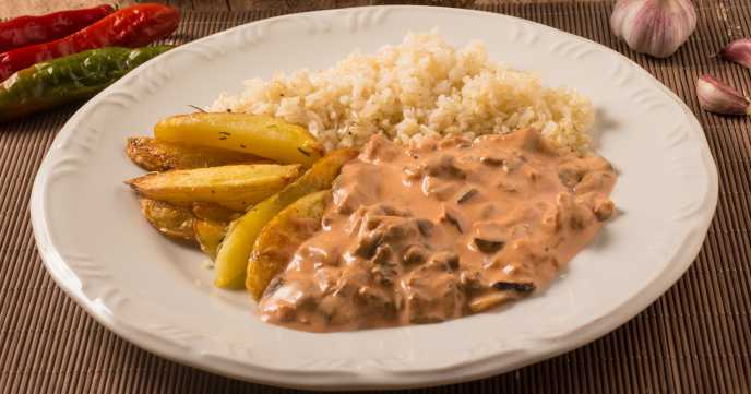 Mushroom Stroganoff with Rice and Wedges
