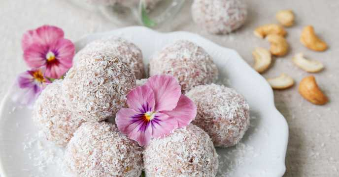 date and cashew no bake energy balls with coconut