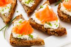 Philadelphia and Smoked Salmon Open Sandwich + a Banan - Weight Loss Resources - Lunch Day 3