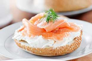 Sesame Bagel with Cream Cheese and Smoked Salmon (Eat Less Meat)