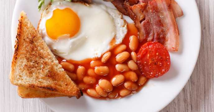 English breakfast: fried egg, bacon, beans and toast