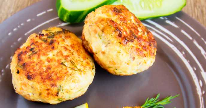 Homemade thai fish cakes (cutlets) with white sauce