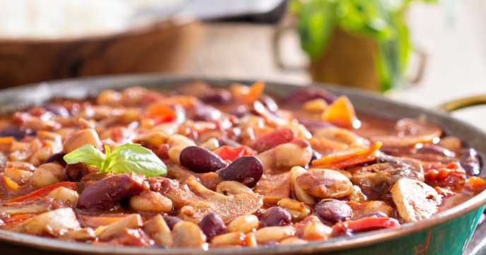 vegan chilli with beans and mushrooms